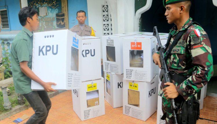Rekapitulasi Surat Suara Pemilu Tahap Pemindahan TPS ke PPK. (FOTO : Andi/Heibogor)