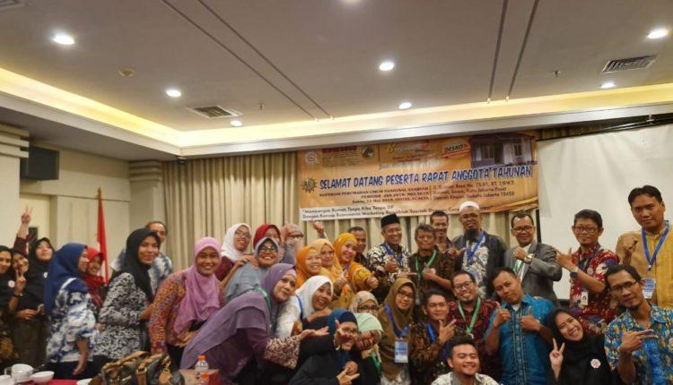 Koperasi Perumahan Umum Nasional Syariah (Koperumnas) sukses menggelar Rapat Anggota Tahunan (RAT) ke-1 di Hotel Acacia, Jalan Kramat Raya, Jakarta, Sabtu (11/5/19) lalu.